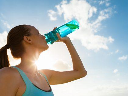 Nicht nur im Sommer – am besten Wasser trinken